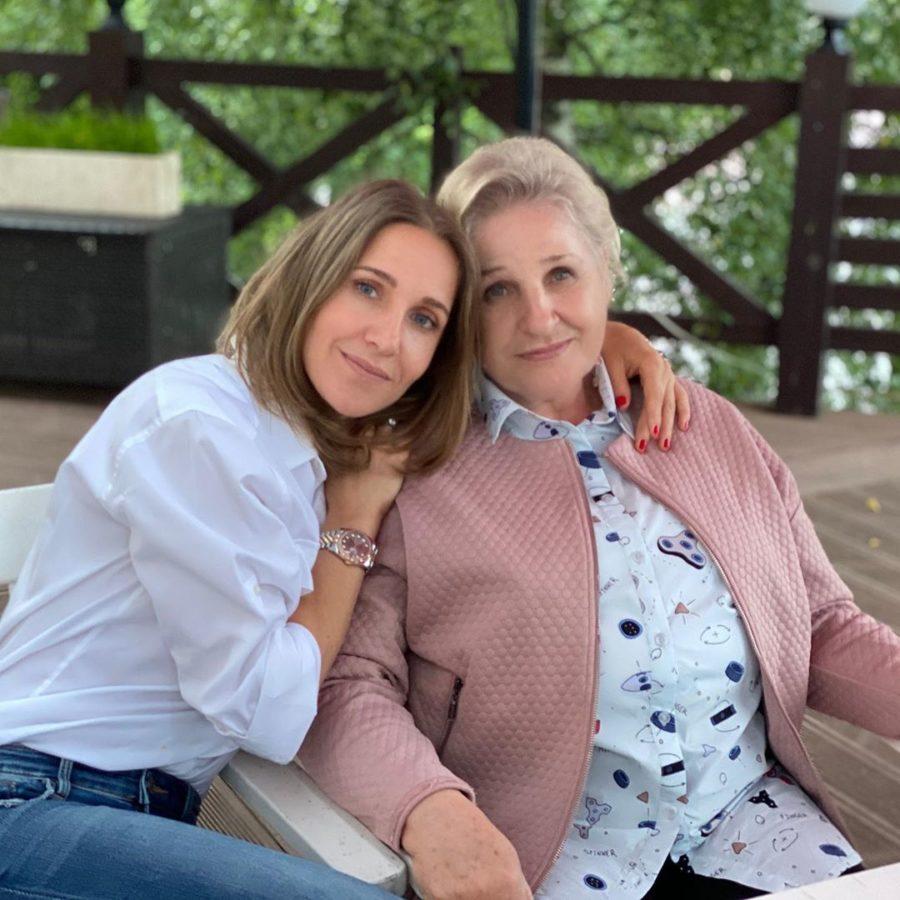 Ковальчук показала моложавую маму